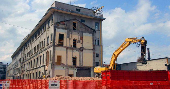 Cantiere bloccato per abusi edilizi