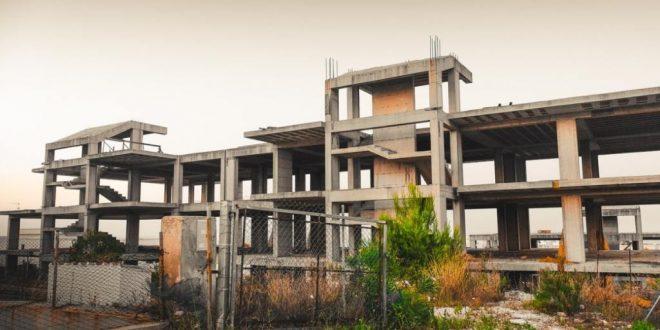 Un edificio incompleto perché considerato abuso edilizio