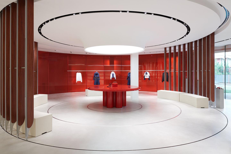 Nuovo concept store Ferrari a Maranello progettato dalo studio di architettura londinese Sybarite