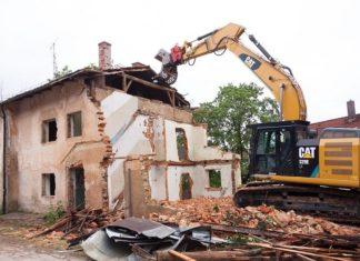 Smaltimento di rifiuti da costruzione e demolizione in cantiere